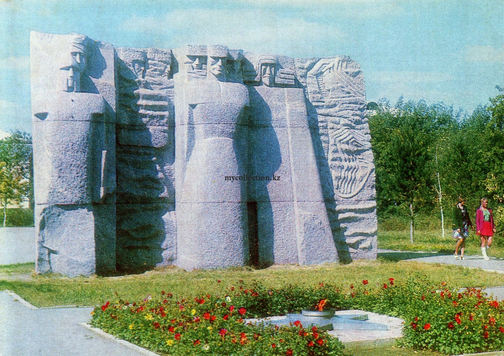 Monument to the fighters for the establishment of Soviet power.jpg
