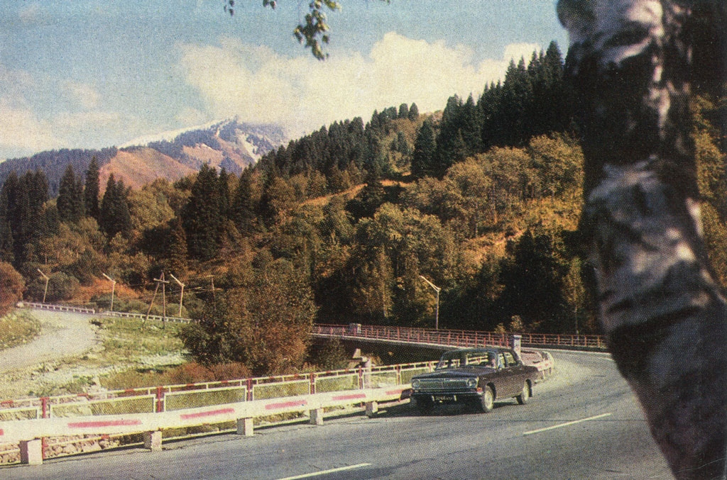 Almaty 1974 - the road to Medeo.jpg