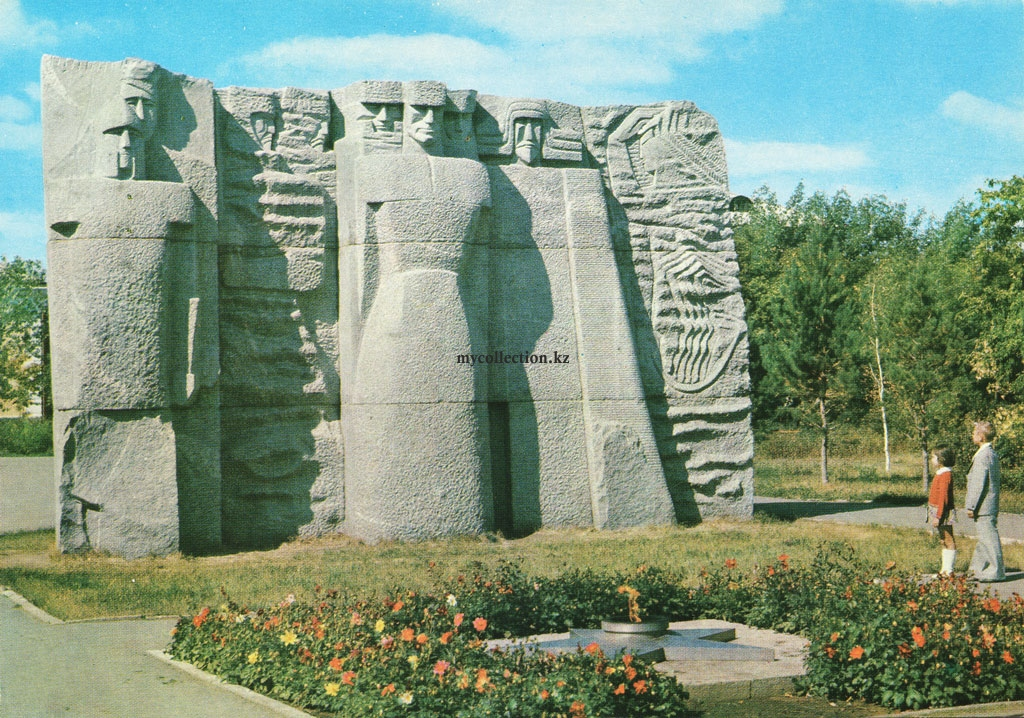 Tselinograd_1978_Monument_fighters_Soviet_power.jpg