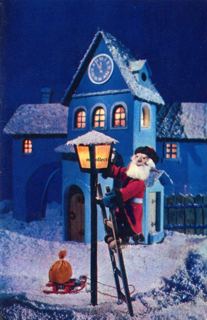 Poklad Post Card USSR 1979 - Santa Claus lights a street lamp.jpg